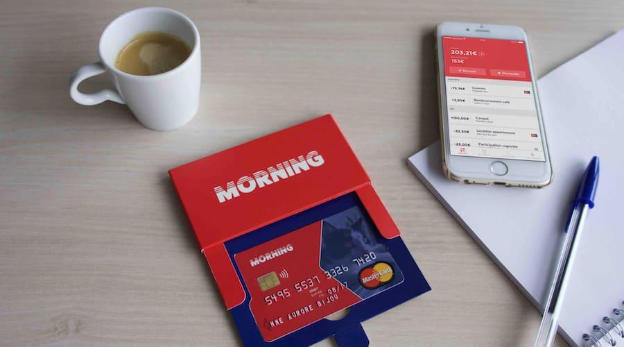application et carte morning sur une table